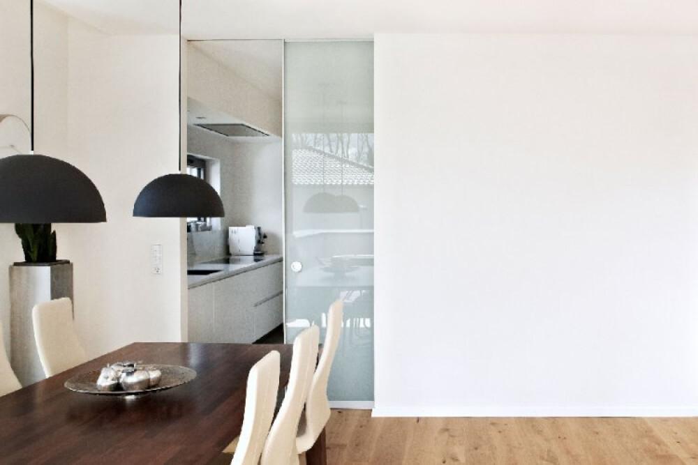 Alurahmen-Schiebetür AR10 als Durchgangstür in GLAS transluzent Milchglas Schiebetür Glas