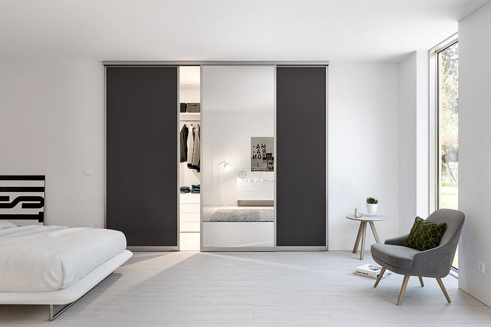 Schiebetürenschrank Schlafzimmer mit Alurahmen, Spiegel und Dekorfüllung