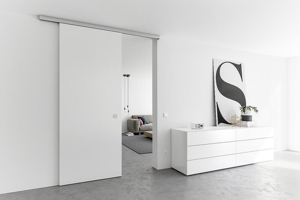 Schiebetür Holz in schlicht Weiß als Durchgangstür im Wohnzimmer